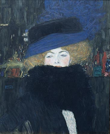 Dame avec chapeau et boa de plumes